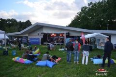 Gelände + Bühne